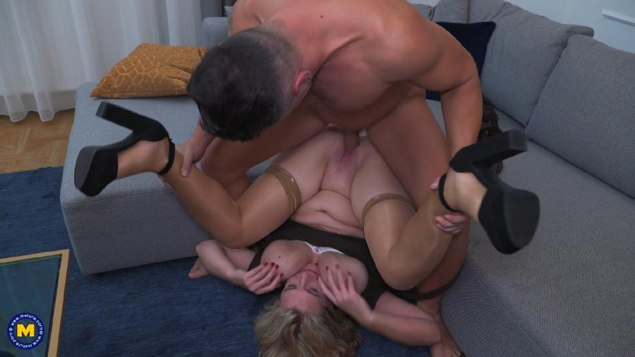 Camilla C. (EU) (45) - Camilla is in for a date filled with Anal, Squirting, creampie [1080p]