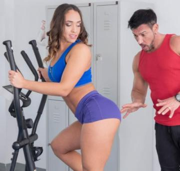 Briana Banderas - Gym Workout with Big Booty Briana (2019) 1080p